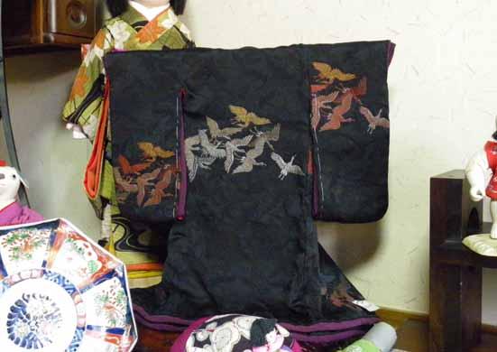 黒地に鶴の着物