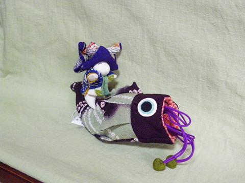 鯉と人形(1体)