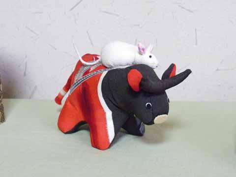 ねずみの乗った牛