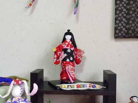 赤い着物の人形(江戸ちり)